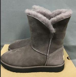 UGG Classic Cuff Geyser Short Boot Size 6.5 in Box